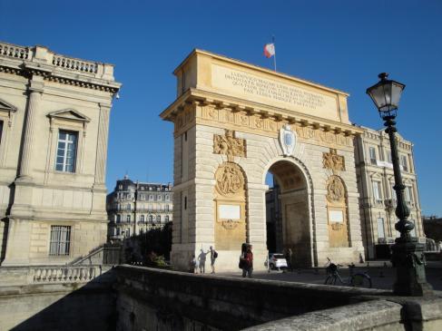 02.10.2009 La Porte de Peyrou (1691-1695). I com no podia ser, un arc del triomf indica l'entrada a la Ciutat de la Justícia            Montpeller -  Jordi Bibià
