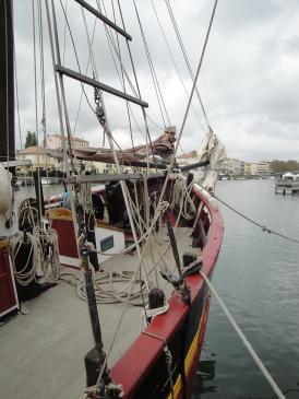06.10.2009 Un dels nombrosos vaixells que amarren al moll.  Moll de l'Érol -  Jordi Bibià