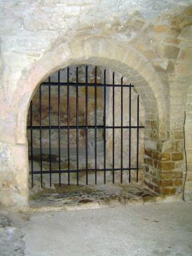 05.10.2009 Possible ubicació originària de la cripta de Sant Guillem            Claustre de l'abadia -  Jordi Bibià