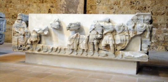 05.10.2009 El sarcòfag de Sant Guillem de Gel·lone tampoc va estar absolt de les agressions iconoclastes. De fet es tracta d'un sarcòfag paleocristià del s. IV, que fou reutilitzat en el s. XII, per acollir les restes de Sant Guillem                   Museu lapidari de l'abadia (antic refectori) -  Jordi Bibià