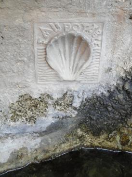 05.10.2009 L'iconografia al·lusiva a les pel·legrinacions és present per tot arreu              -  Jordi Bibià