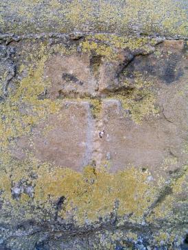 28.04.2009 Creu llatina localitzada en un dels murs de la capella de Sta. Magdalena                      Sanaüja (La Segarra) -  Jordi Bibià