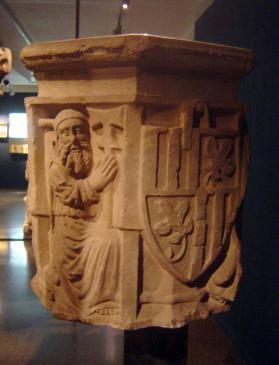 15.08.2007 Capitell amb l'escut de Figueres            Museu de Figueres -  Jordi Bibià
