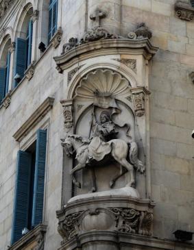 24.08.2009 Sant Jaume, un dels apòstols que segons la tradició vingué a Hispània. Sant i símbol màxim de pel·legrinació. Imatge del sant a la plaça que porta el seu nom a Barcelona.                 Barcelona -  Jordi Bibià