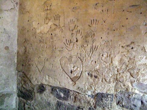 20.08.2010 Grafits localitzats a la Cúria.             Castelló d'Empúries -  Jordi Bibià