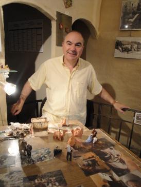 05.10.2009 <strong>Jacques Pougret</strong>, l'autor del Museu-exposició <em>Village d'Antan</em>. Un home molt amable i apassionat per la cultura i la tradició del seu poble. Excel·lent maquetista, fidel recreador i gran entussiasta de la història. Enhorabona Sr. Pougret!!!                      Museu Village d'Antan -  Jordi Bibià