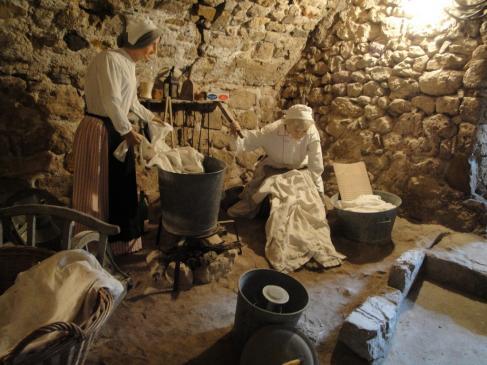 05.10.2009 La gent de Montpeller portava a rentar, la roba a Sant Guilhem per primavera, ja que a la ciutat, l'aigua escassejava. Tot i els 45 kms de distància!            Village d'antan -  Jordi Bibià