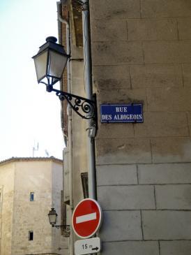 28.07.2009 I com no! Els càtars sempre presents en els carrers de les viles i ciutats llenguadocianes!            Carrer dels albigesos -  Jordi Bibià