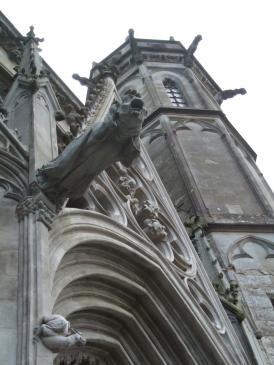 26.03.2008 Vista d'una de les gàrgoles de la façana principal.  Catedral de Sant Nasari i Sant Cels   -  Jordi Bibià