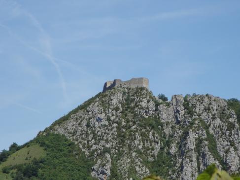 23.06.2009 Vista del castell tot venint pel Coll de Balagues.            Montsegur -  Jordi Bibià