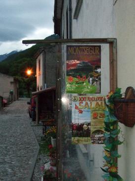 28.06.2008 Els cartells del CAOC  a l'Aucelon.  Montsegur -  Jordi Bibià