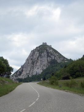 13.06.2008 Vista del castell venint per la carretera de Montferrer. Sembla que ens estigui esperant!            Montsegur -  Jordi Bibià