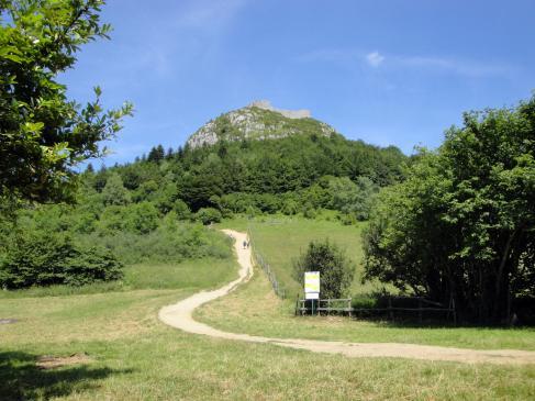 13.06.2008 Vista del castell des del Prat dels Cremats.            Montsegur -  Jordi Bibià