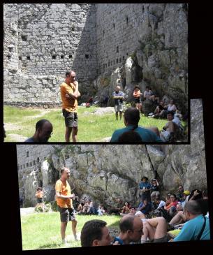 24.06.2009 J. Bibià en la seva visita guiada per la UEC a Montsegur.            Montsegur -  Maria Jesús Torres