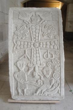 26.09.2010 Llosa. Creu grega amb l'alfa i l'omega i altres elements ornamentals força ben elaborats.  Narbona. Ajuntament -  Jordi Bibià
