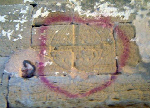 09.06.2007 Creu proporcional localitzada a l'església del castell templer de Gardeny   Gardeny. Segrià -  Jordi Bibià