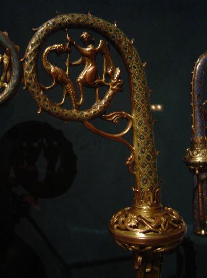 18.05.2009 Bàcul on es representa la lluita de Sant Miquel amb el drac. L'eterna lluita.  Barcelona. MNAC -  Jordi Bibià