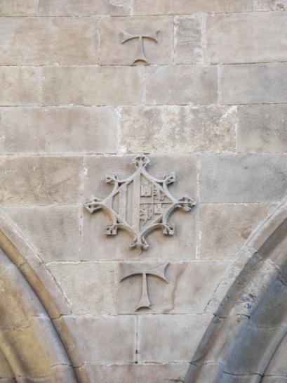 21.07.2010 Creu tau, símbol de Sant Antoni, visible a la façana del que fou l'antic convent de Sant Antoni Abat.  C/ de Sant Antoni. Barcelona -  Jordi Bibià