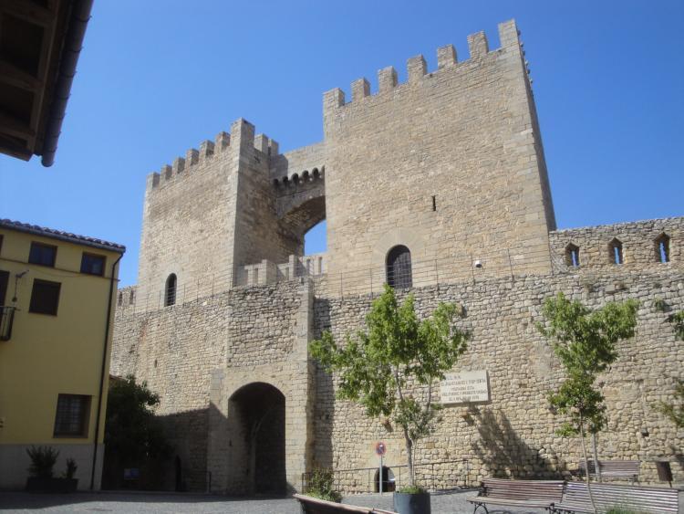 20.06.2012 El portal de Sant Miquel vist des del interior del nucli urbà  Morella -  Jordi Bibià