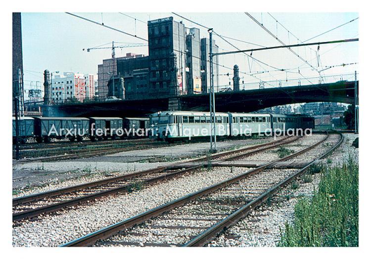 14.10.2013 Entrada del ferrobús provinent de Lleida.  Pont de Marina. Barcelona. -  Miquel Bibià Laplana