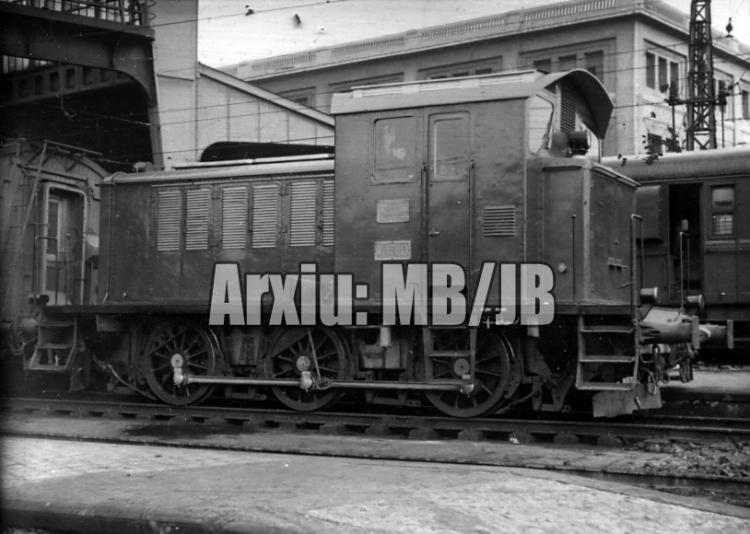 30.11.-0001 Un tractor de la MTM  estació de França de Barcelona -  Miquel Bibià