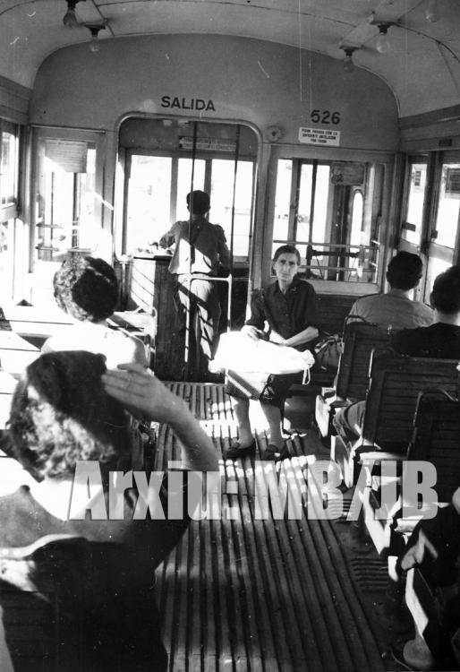 30.11.-0001 Interior d'un tramvia.  Barcelona -  Miquel Bibià