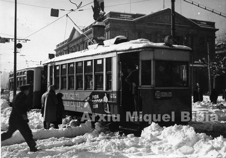 30.11.-0001 El 857. El 29 en la gran nevada del 1962.  Barcelona -  Miquel Bibià