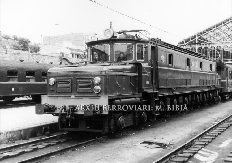 30.11.-0001 Una Oerlinkon.  Estació Príncipe Pío de Madrid. -  Miquel Bibià