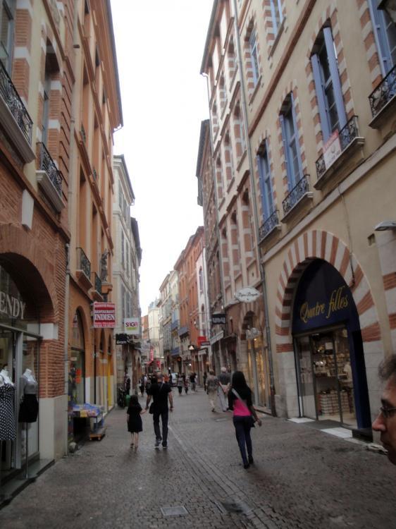 02.09.2011 Carrer del Maur, en direcció a Sant Serni.  Tolosa del Llenguadoc -  Jordi Bibià