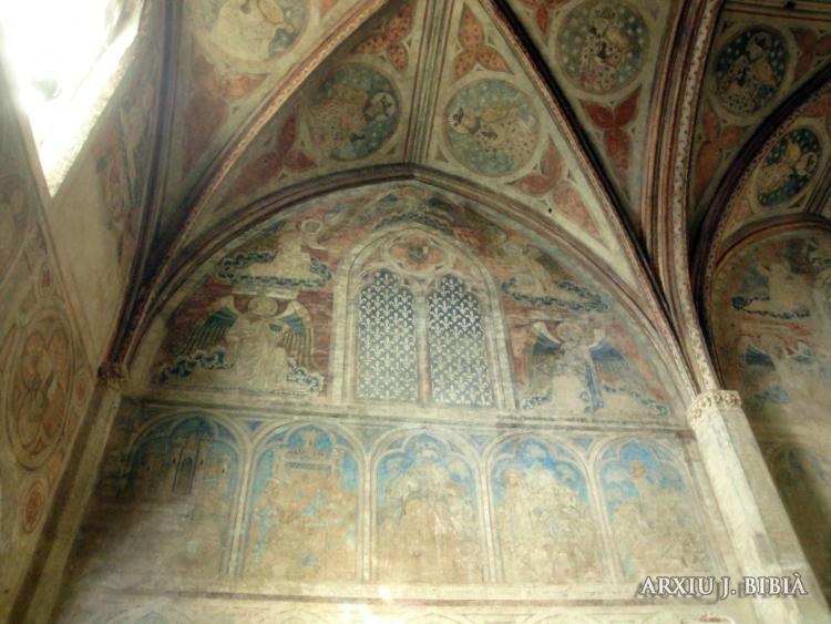 02.09.2011 Antigues pintures en unes de les capelles de Sant Serni.  Tolosa del Llenguadoc. -  Jordi Bibià