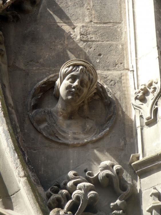 02.09.2011 Escultures d'estil renaixentistes que es poden trobar en vells edificis del casc antic.  Tolosa del Llenguadoc. -  Jordi Bibià