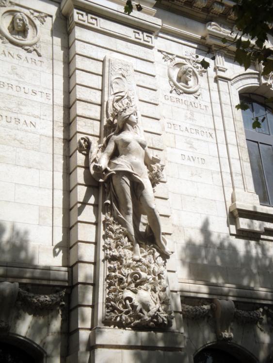 02.09.2011 Més detalls i elements escultòrics. Façana del col·legi de belles arts.  Tolosa del Llenguadoc. -  Jordi Bibià
