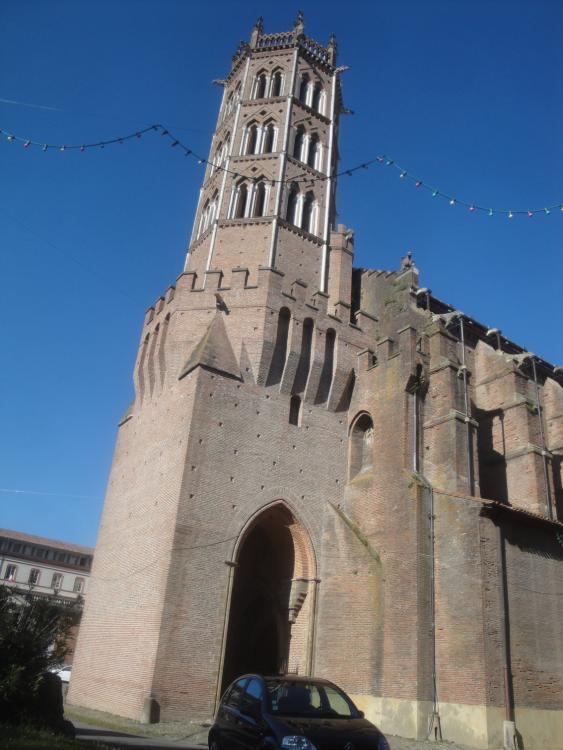 07.07.2013 Aspecte de la torre-campanar ben proper al d'una fortalesa.  Pàmies. -  Jordi Bibià