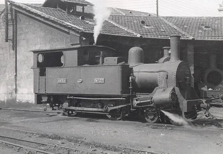 30.11.1957 Locomotora a la cotxera  -  Miquel Bibià