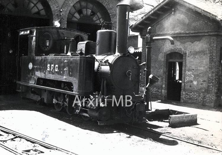 30.11.-0001 Locomotora del tren de Sant Feliu de Guíxols  -  Miquel Bibià