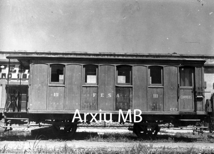 30.11.-0001 Lo trenet de Tortosa. Vagó de passatgers  -  Miquel Bibià