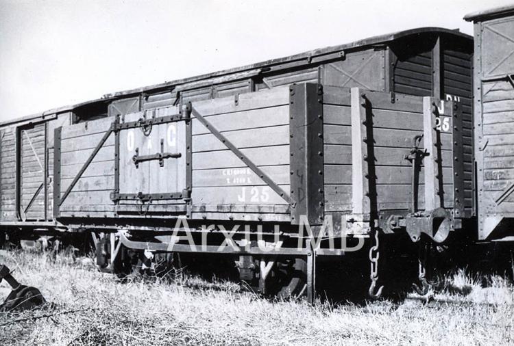 30.11.-0001 Tren d'Olot. Vagó de càrrega  -  Miquel Bibià