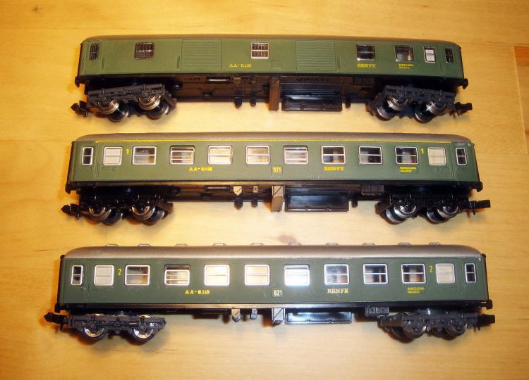 12.10.2014 Vagons sèrie 8000. En color verd.Ibertren.  -  Jordi Bibià