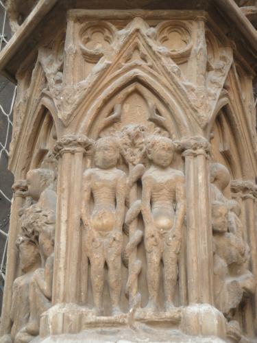 08.11.2011 Grup escultòric d'Adam, Eva i la serp.  Façana de la catedral de Tarragona. -  Jordi Bibià Balada