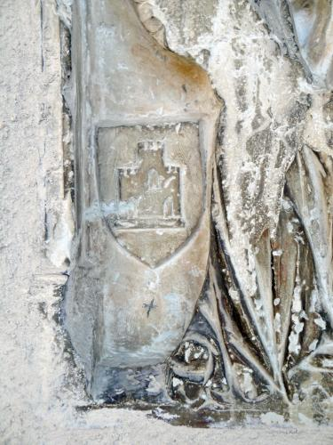 21.09.2016 L'escut de Narbona en l'extrem d'un grup escultòric.  Narbona. Catedral de Sant Nasari. -  Jordi Bibià Balada