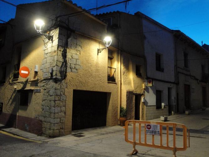 27.11.2017 Un dels antics portals d'accés. A la dreta base d'una torre.  Sant Mateu. -  Jordi Bibià