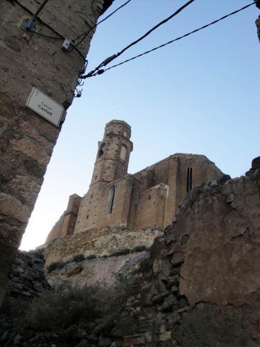 27.11.2017 Vista de l'església del castell.  Castelló de Farfanya. -  Jordi Bibià