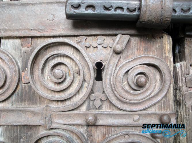 03.12.2017 Els recorrents espeirals en el ferro de la porta de l'església.  Prats de Molló. -  Jordi Bibià