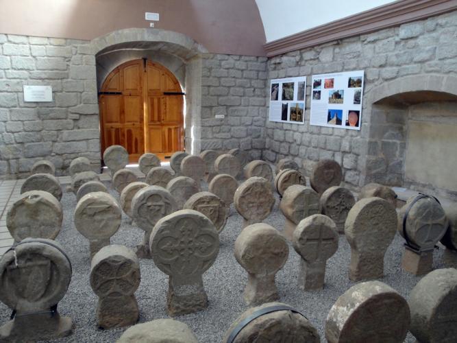 01.07.2018 Vista parcial del conjunt des de l'absi de la capella.  Capella de Santa Magdalena. -  Jordi Bibià