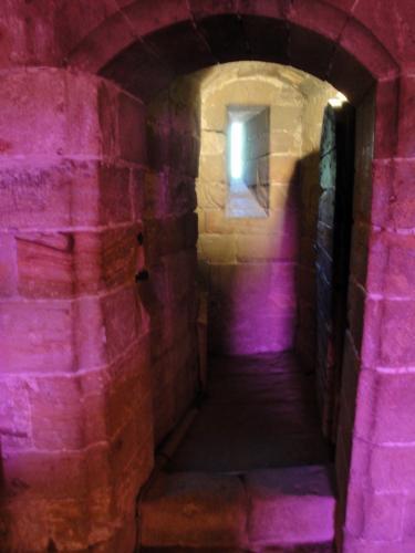 29.07.2018 La cambra dels serveis d'una de les plantes de la torre.  Castell de Foix -  Jordi Bibià