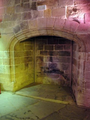 29.07.2018 Llar de foc en una de les plantes de les torres.  Castell de Foix -  Jordi Bibià