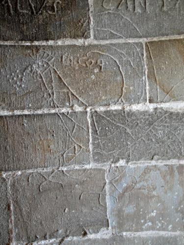 29.07.2018 Grafit d'un gall en l'escala d'una de les torres.  Castell de Foix. -  Jordi Bibià