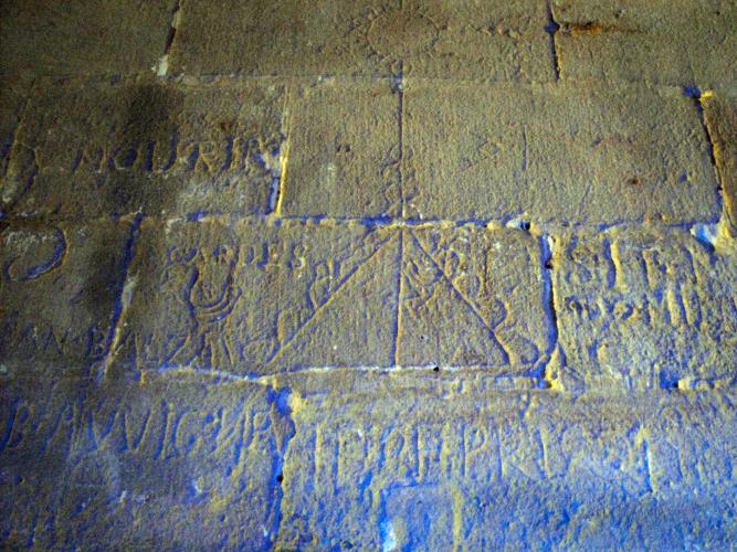 29.07.2018 Grafits i inscripccions.  Castell de Foix -  Jordi Bibià