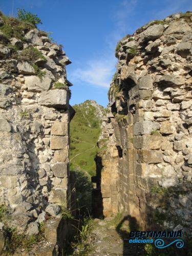 02.08.2018 Dintre del castell. Entrada principal.  Rocafixada -  Jordi Bibià