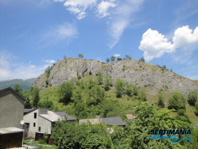 04.08.2018 Vista de la muntanya del castell des del poble.  Olbier -  Jordi Bibià